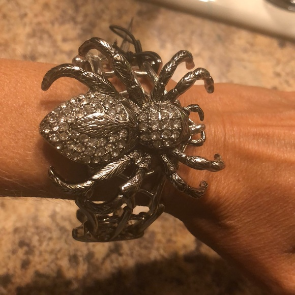 Jewelry - Unique gem filled spider bracelet
